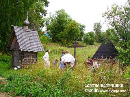 Родник, святой источник, колодец во имя преподобного Космы Яхромского село Небылое