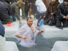 Более трехсот человек окунулись в Бездонное озеро на Крещение