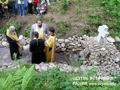 Родник «Текунок», святой источник Тихвинской иконы Матери Божией у деревни Ужин