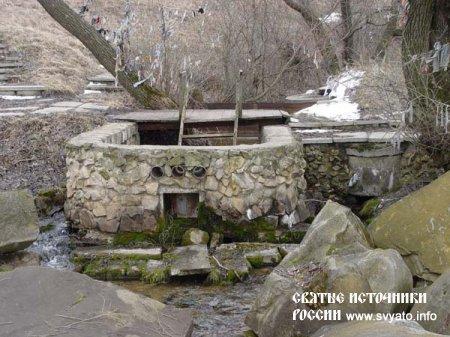 Родник «Три колодца», святой источник Крестовоздвиженский у деревни Крутой Верх