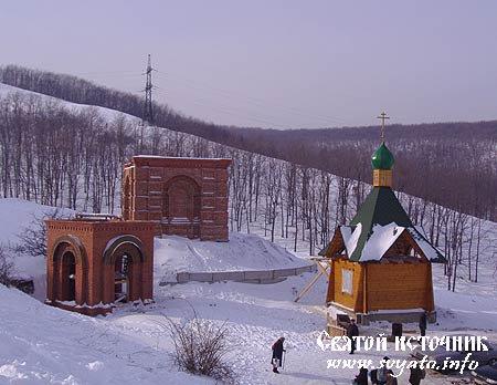 Родник, святой источник у Свято-Алексиевского монастыря город Саратов